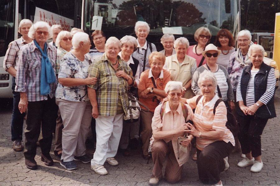 Die Damenwandergruppe 2 bei einem Ausflug zum Möhnesee, 2017 (Foto privat)